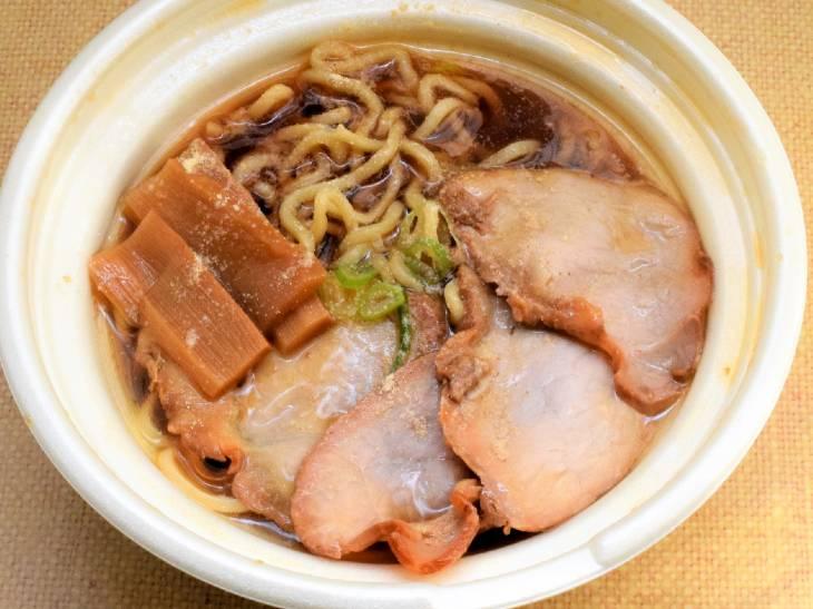 荻窪・中華そばの名店『春木屋』が初監修したセブンイレブンの「チャーシュー麺」を食べてみた