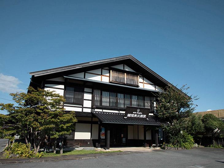 創業者の名を冠した直営店『稲垣来三郎匠』。お店では味噌・甘酒・漬物など、さまざまな商品を販売しています