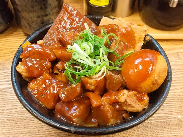 デラックスな旨さに感動!『岡むら屋』の冬メニュー「デラ味噌だれ肉めし」を食べてみた