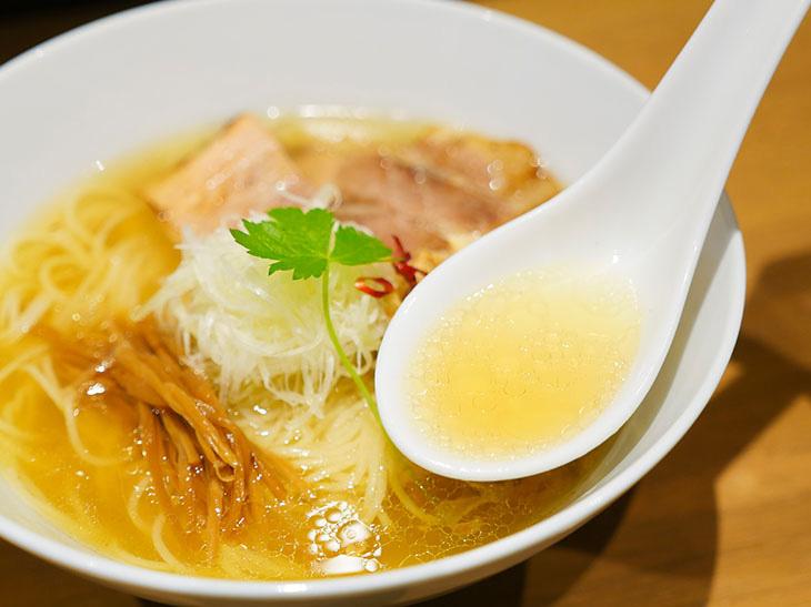 スープは素材の持ち味が十二分に引き出された手間ひまの結晶