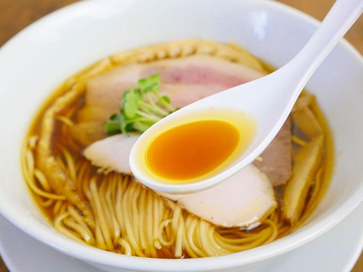 鶏出汁ベースの清湯系スープ