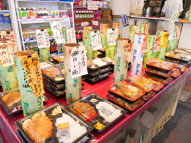 現在は、お弁当税抜き250円~。お惣菜やサンドイッチは100円台のモノも