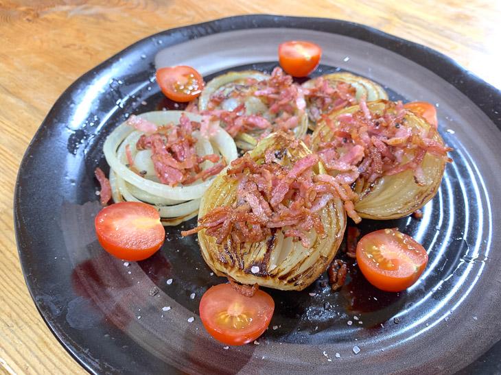 しおりに出ていたレシピどおりに作ってみた。といっても、玉葱を電子レンジで加熱してからフライパンで焼き、塩コショウでシンプルに味付けするだけでいい