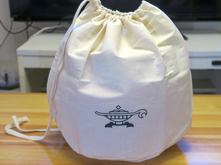 分解することなくランプマークの入った帆布の袋に収まる