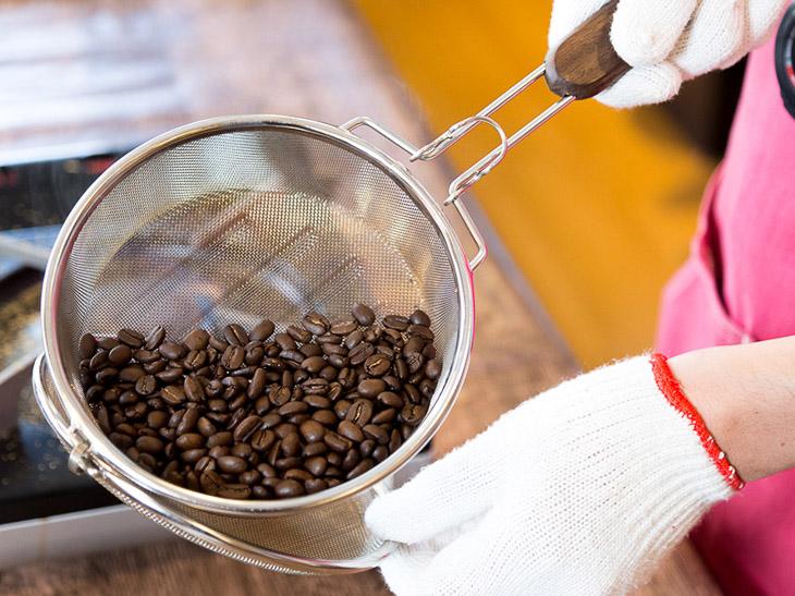 こだわりの極地!? プロの指導の下、生豆を焙煎してコーヒーを淹れたら最高だった