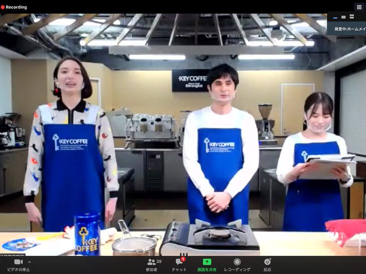 左から、ゲストの斉藤アリスさん、ローストマイスターであるキーコーヒーの林 稔さん、司会を務めたキーコーヒーの福角 彩さん