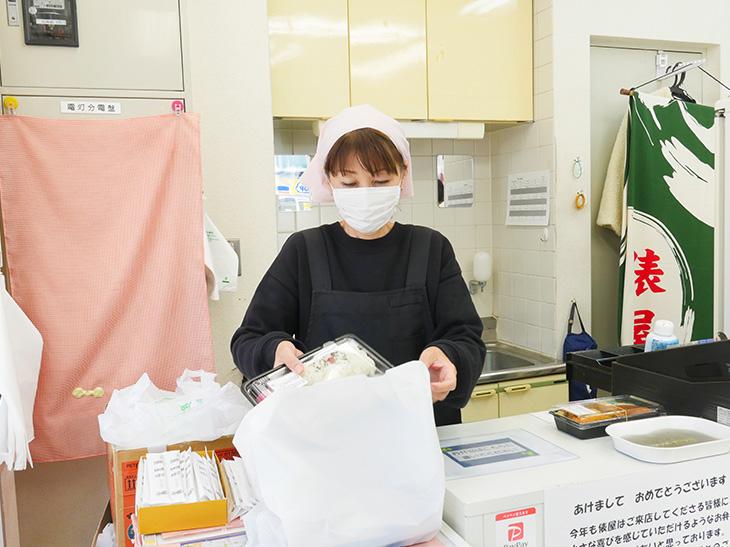 神田富山店は13時45分までの営業(売り切れ次第終了)。お弁当を選びたい場合は早めの来店がオススメ