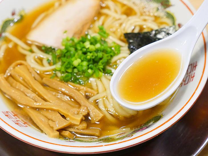 6種の煮干しを、煮干しの状態をみながらブレンドして作るスープ。じわっと旨いっ!