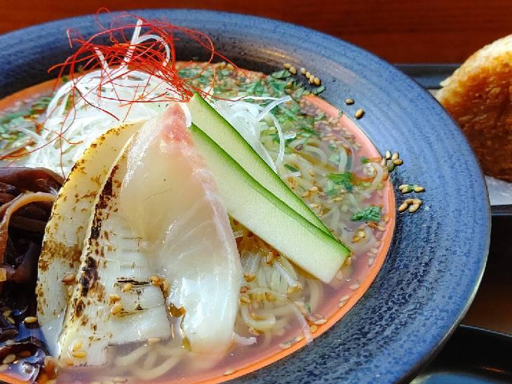 コラーゲンたっぷり! 箱根湯本『麺処 彩』で絶品「鯛らーめん」を食べてきた