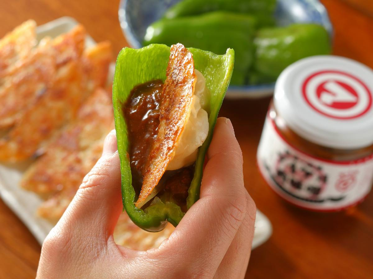 餃子は肉味噌&ピーマンで旨くなる! 大阪の新名物『餃子ノ酒場マイケル』の「餃子セット」が通販開始