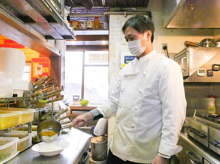 「平日ランチセットはマンゴープリンのサービス付きです」(店長の小林 智也さん)