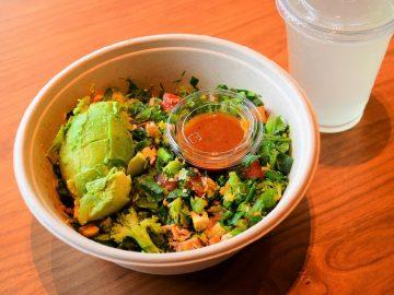 1日に必要な野菜350gを摂取できる『クリスプ・サラダワークス』は店員にカスタムしてもらうのが正解!