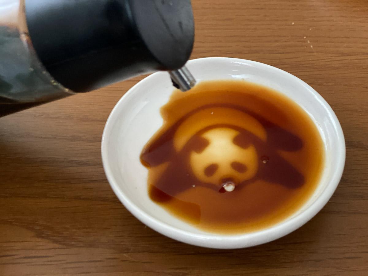 醤油を入れるとパンダが浮かび上がる「パンダ醤油皿」が可愛すぎる!