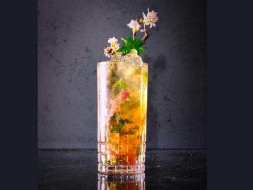 最先端の花見体験!? 東急プラザ渋谷屋上で開催中の「NEON HANAMI」で飲みたい桜カクテル3種
