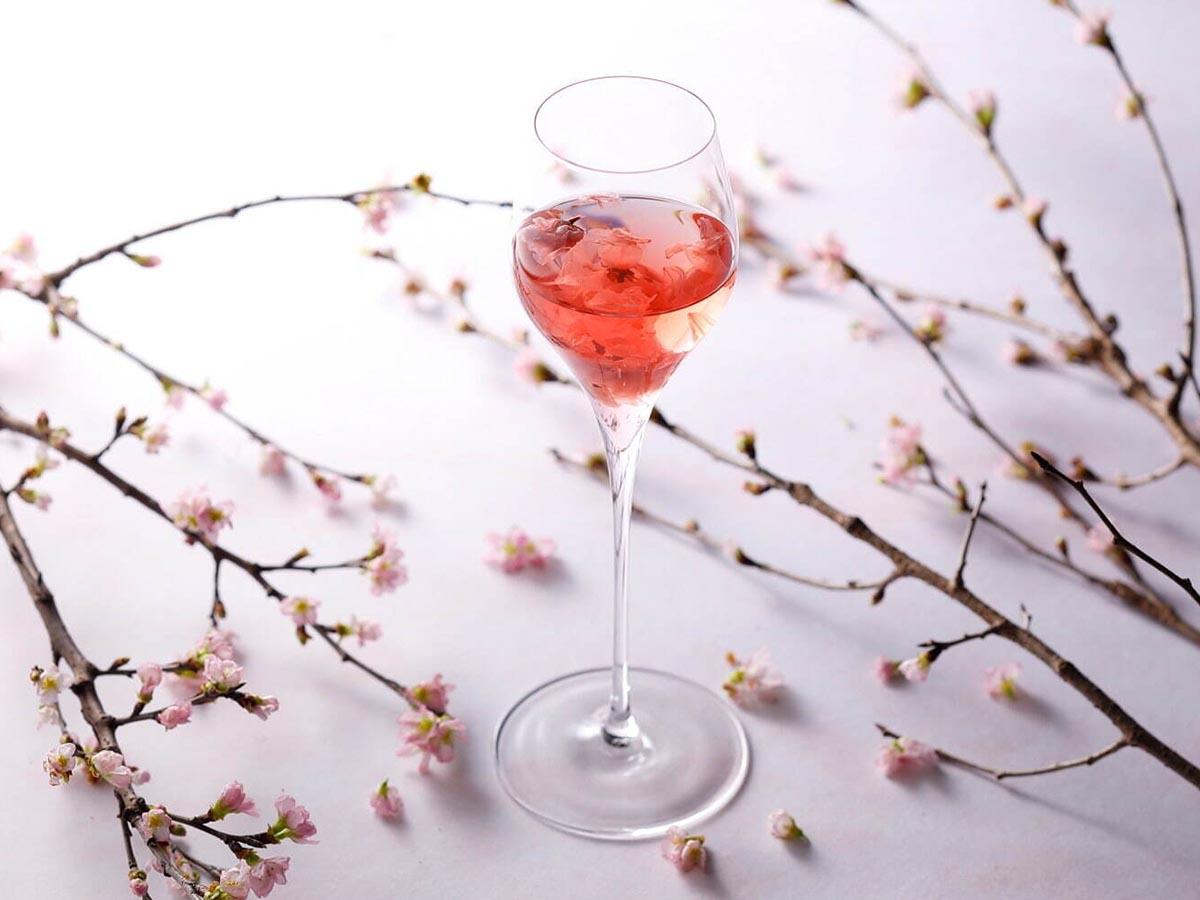 美酒で桜を楽しむ!『ホテルニューオータニ』のホテルバーで飲みたい「花見カクテル」4選