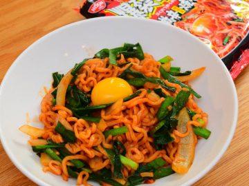 日清史上最強の辛さ&太さ! 「日清爆裂辛麺 韓国風極太大盛激辛焼そば」を食べてみた