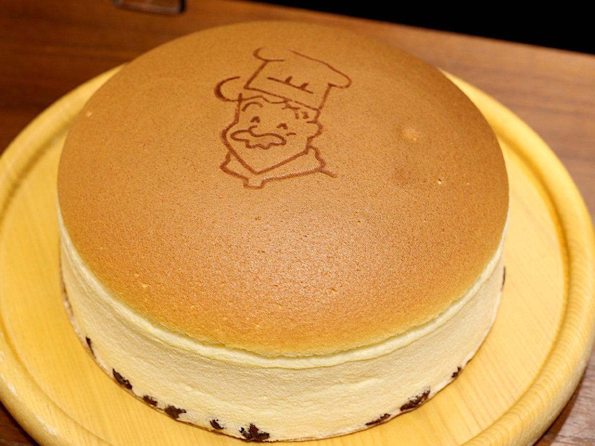 イチオシの「超・焼き立てチーズケーキセット」1760円(税込)