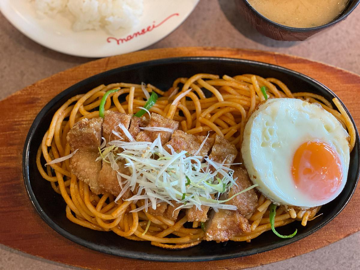 モチモチ麺が絶品! 『肉の万世』で謎の鉄板パスタ「パコリタン」を食べてきた