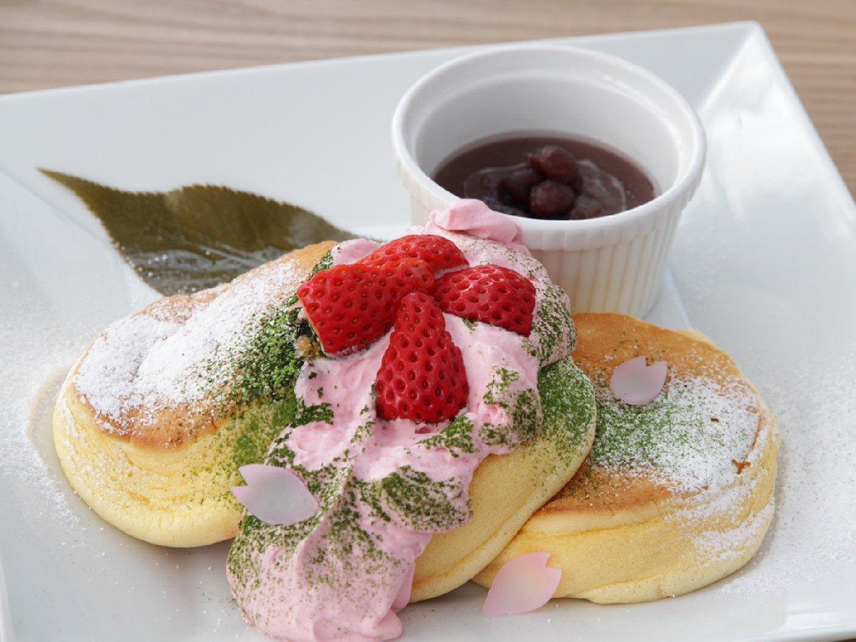 """日本の春をスイーツで満喫!『幸せのパンケーキ』の4月限定""""桜風味のパンケーキ""""とは?"""