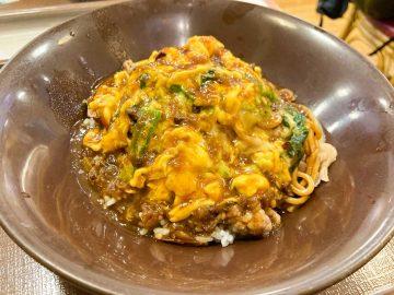 『すき家』の伝説級メニュー「やきそば牛丼オムカレーMIX」が復活! さっそく食べてみた