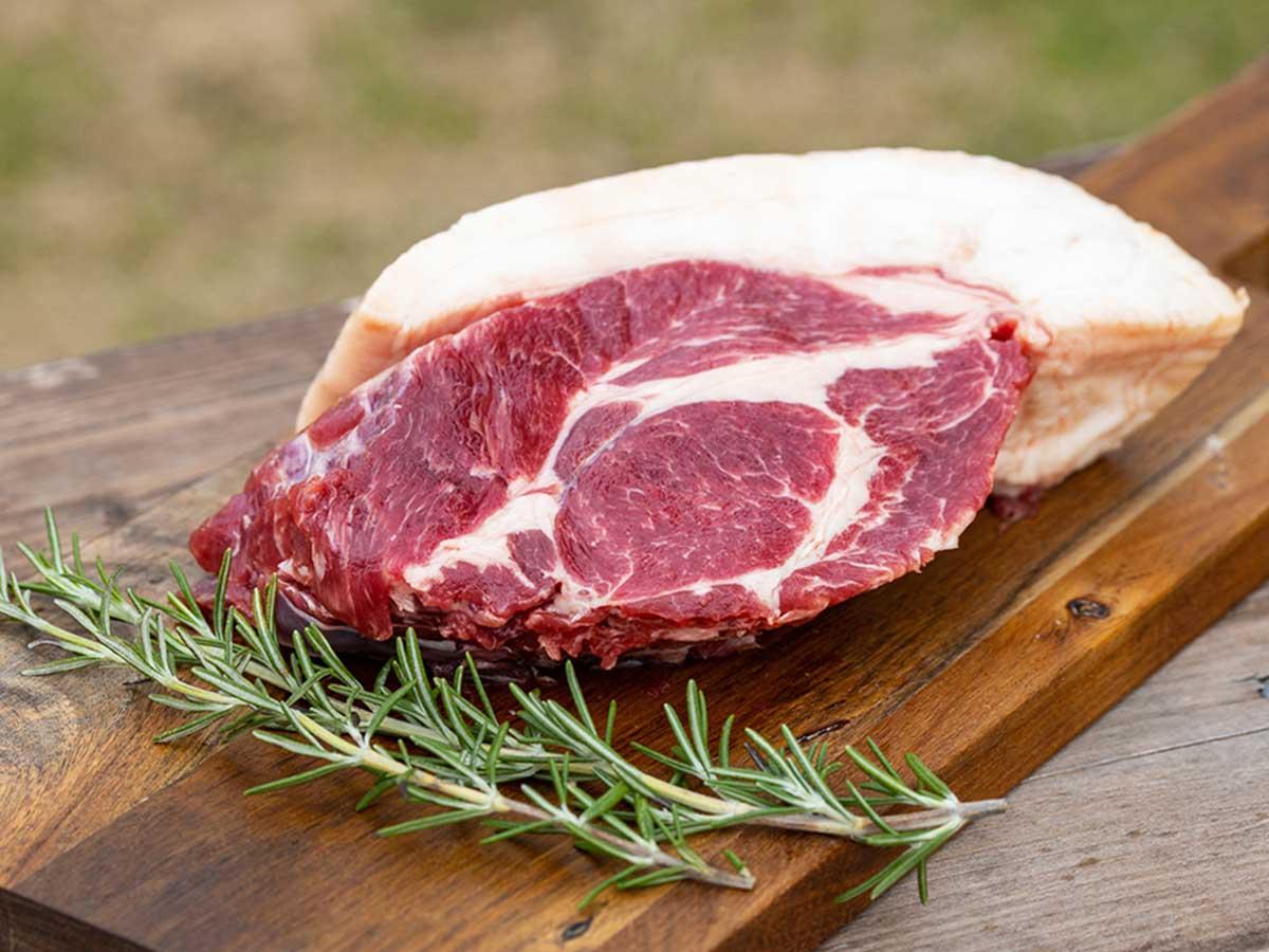 今回の主人公のイノシシ肉。「『イノシシ肉』ぼたん鍋用セット」の他、ブロック肉、スライス肉、ひき肉(スネ)なども「肉道」で購入できます