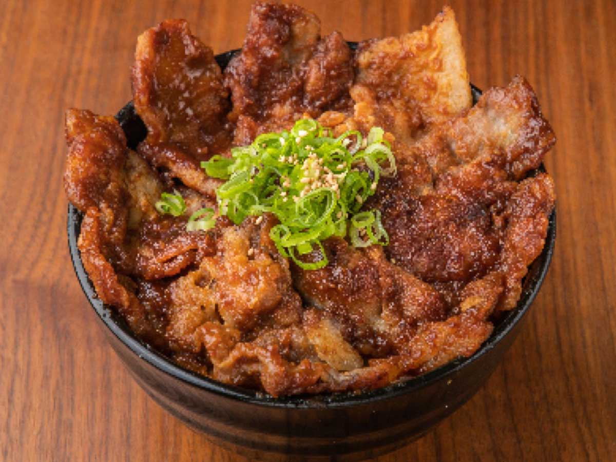 「スタミナにんにく醤油豚丼」小780円、中880円、大980円、特大1080円