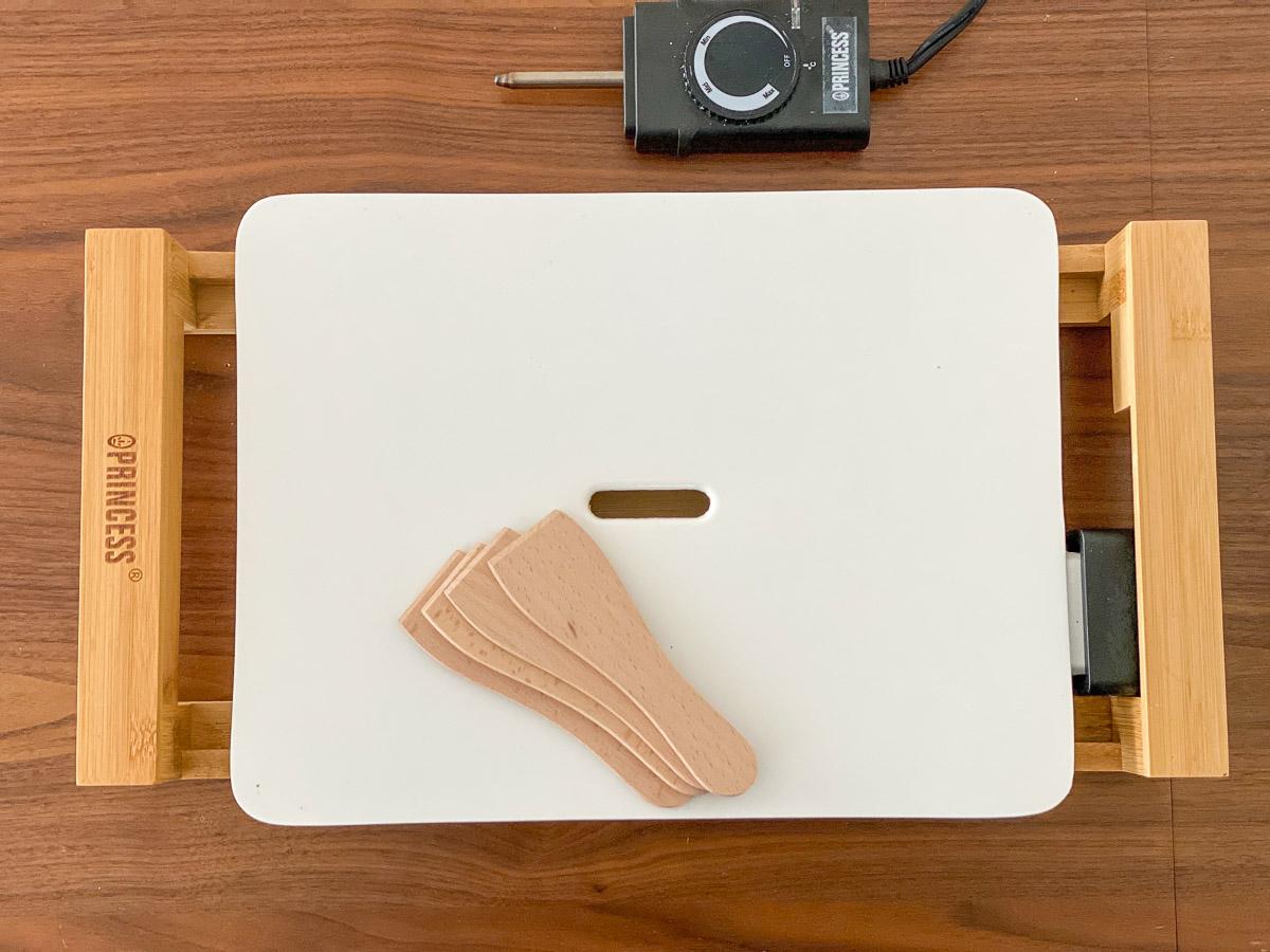 「テーブルグリルミニ ピュア」1万4300円(プレートW394、D256、H45)