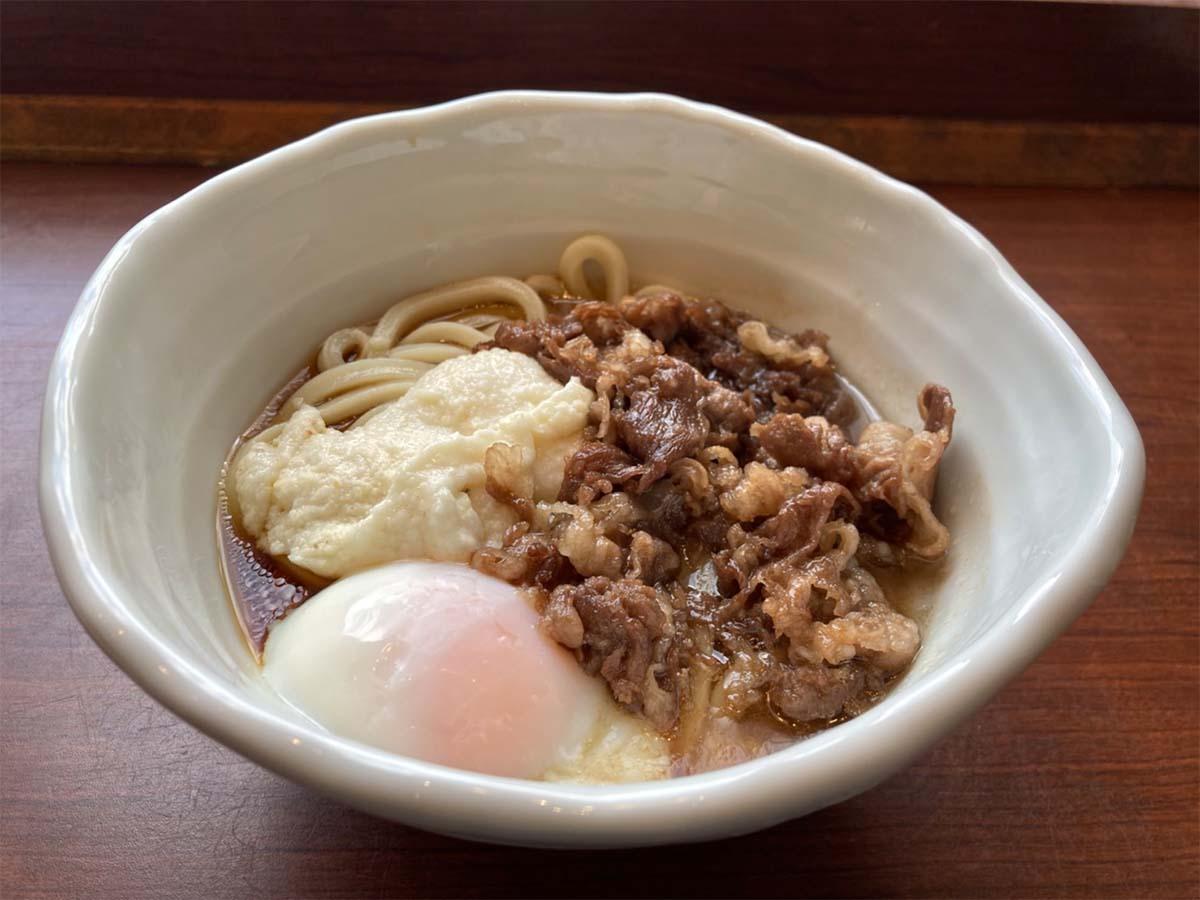 「神戸牛と大和芋のとろ玉うどん」並890円、大1000円