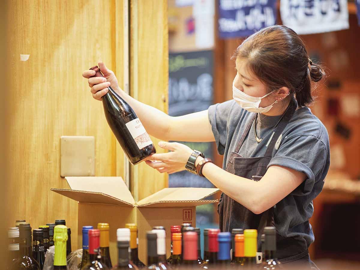 セレクトするワインは「スタッフが大好ききなもの、造り手の思いのあるもの」。ここでしか出合えないワインも見つかりそう