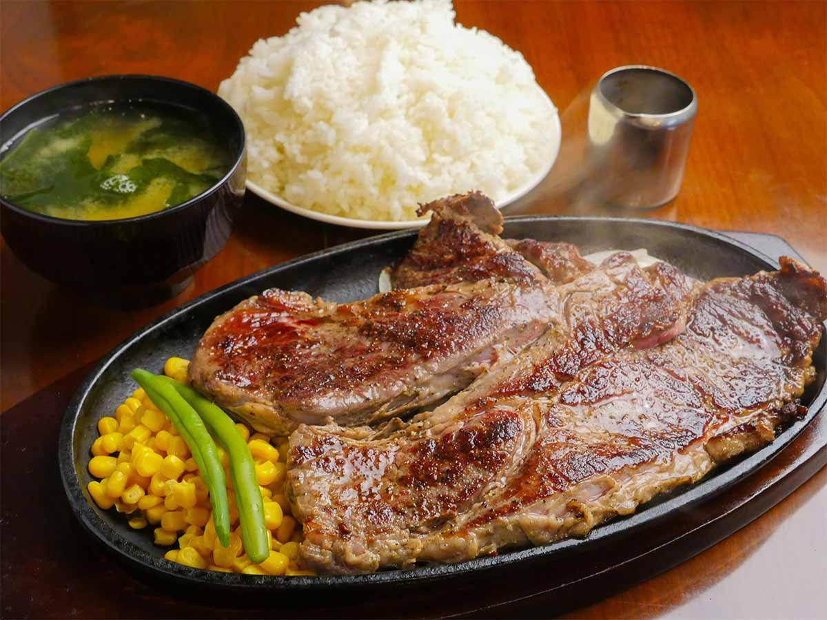 肉好きがハマる! 蒲田『ジャンボステーキ はらぺこや』の1ポンドステーキはなぜ旨い?