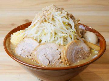重量約3.5kg! 神田『眞久中』で超デカ盛りラーメンを食べてきた