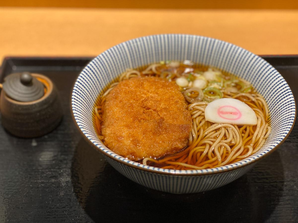 駅ナカの立ち蕎麦『そばいち』のサトイモのコロッケそばが新食感で絶品だった!
