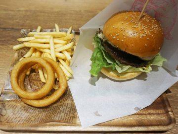 徹底調査! 北千住駅改札の脇で売られる「3500円のハンバーガー」の中身とは?