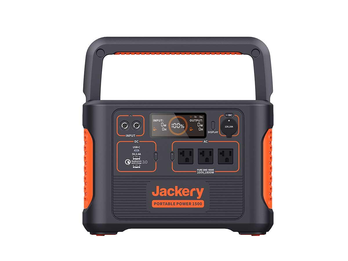 『Jackery』の「ポータブル電源 Ace1500」。重量:15kg、サイズ:(WDH)35.5cm×26.5cm×25.3cm、容量:1488Wh