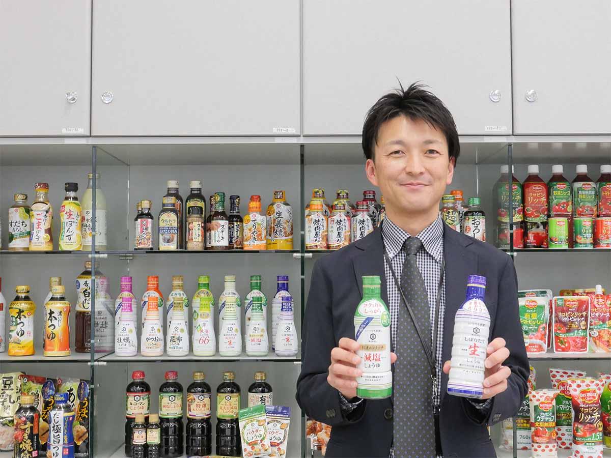 キッコーマン食品(株)プロダクト・マネージャー室しょうゆ・みりんグループの伊藤夏大さん。バリエーション豊富なカテゴリーをわかりやすく解説してくださいました