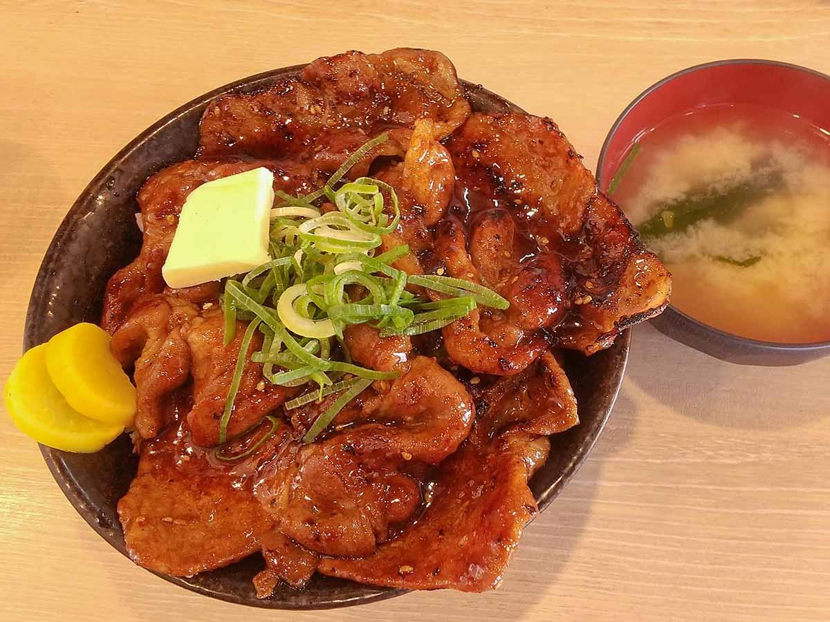 『すた丼屋』の伝説的メニューが新化! 期間限定の「北海道すた丼」を食べてきた
