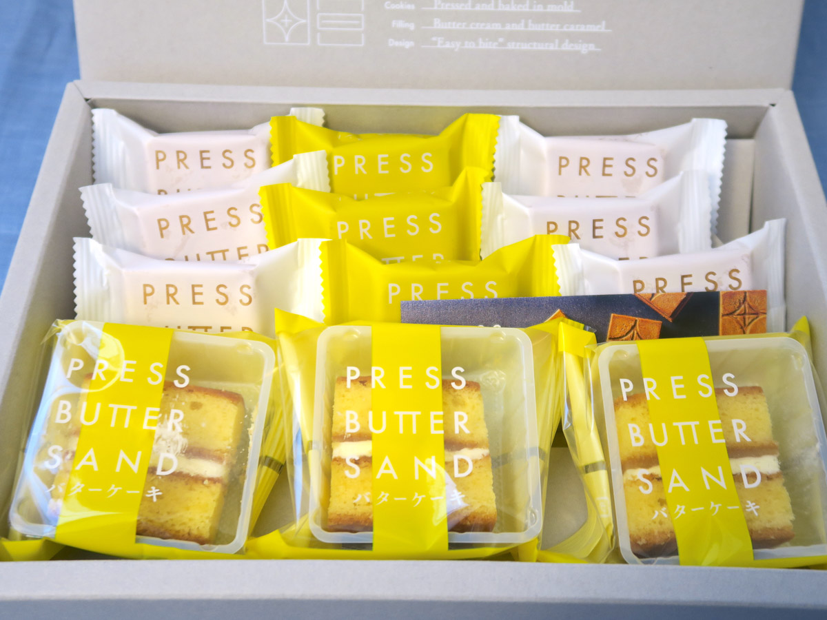 檸檬味のバターケーキが入るのは、写真の「バターケーキ詰合わせ〈檸檬〉12個入」(3240円)のほか、「バターケーキ詰合わせ〈檸檬〉7個入」(2160円)のみ。檸檬味のバターサンドは「バターサンド3種詰合せ〈檸檬・あまおう苺〉14個入」(3240円)、「バターサンド3種詰合せ〈檸檬・あまおう苺〉22個入」(5400円)にも入る