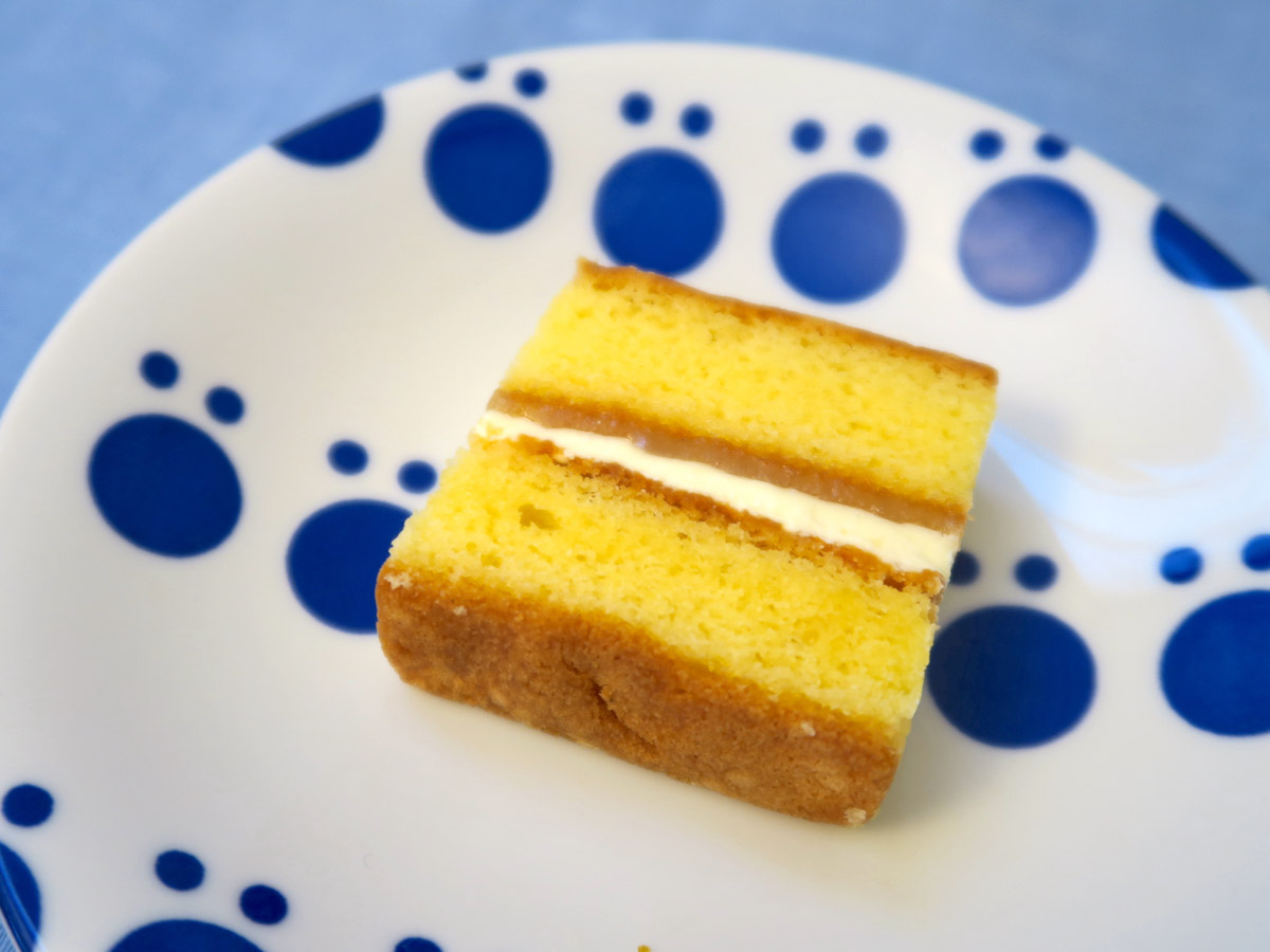 バタークリームにはレモンの皮を刻んだレモンゼスト、バターキャラメルにはレモンの果汁をペースト状にしたレモンカードがミックスされている