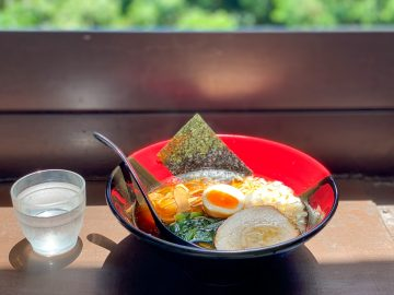 高尾山に登ったら必食! 『権現茶屋』名物の「八王子ラーメン」と「金ごまだんご」を食べてきた