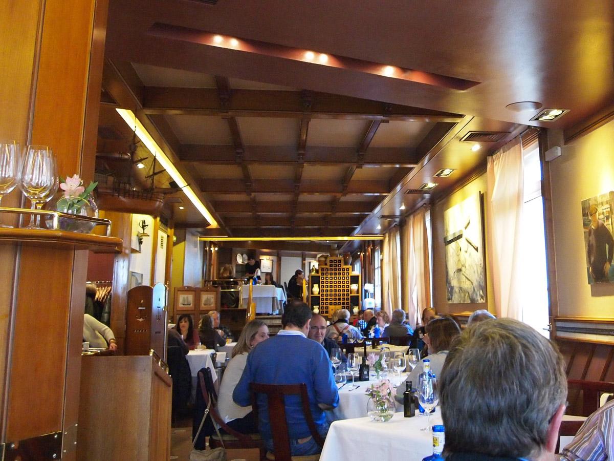 『エルカノ』は、スペイン・バスク地方で漁業の街として知られる港町・ゲタリアにある人気レストラン