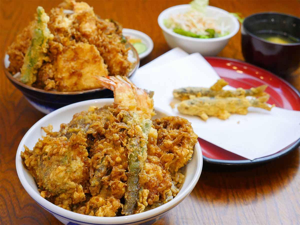 約1kgのデカ盛りすぎる「天丼」を食べに『天三』(上野)へ行ってきた!