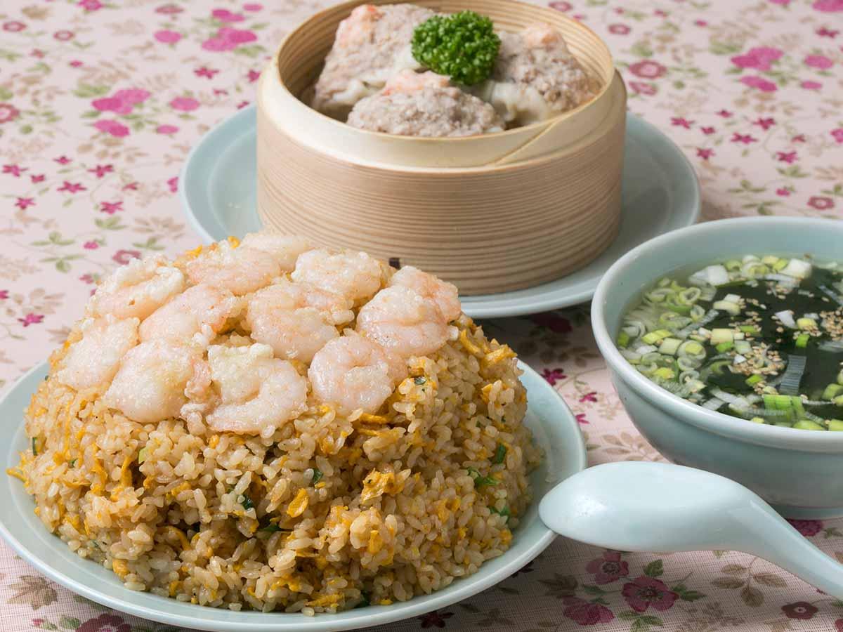 980円で約1.2kg! 町中華『中華料理 大味』(蕨)でデカ盛りすぎる「エビチャーハン」を食べてきた