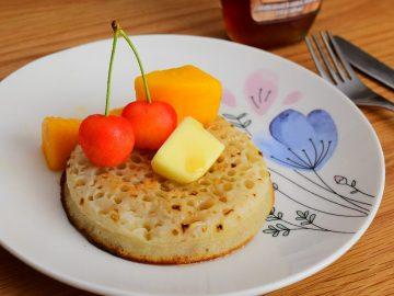 しっとりモチモチ! 成城石井で発見した英国風パンケーキ「クランペット」が最高に美味しい