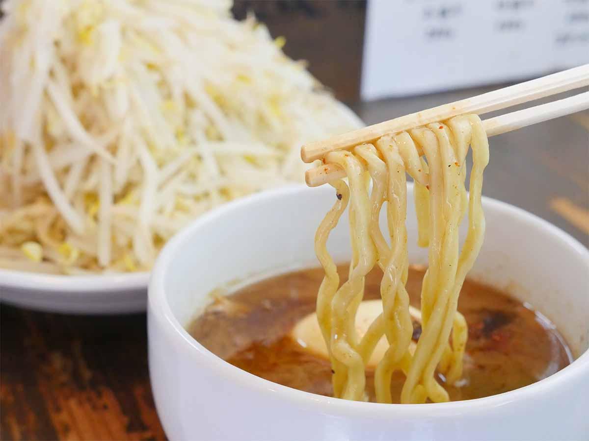 麺の美味しさを味わうために、あまりくぐらせず、サッとつけるのがオススメとのこと