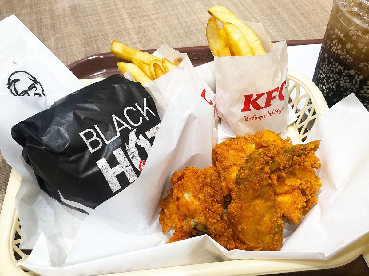 ピリ辛ジューシー! KFCの新作「レッドホットチキン」と「ブラックホットチキンサンド」を食べ比べしてみた