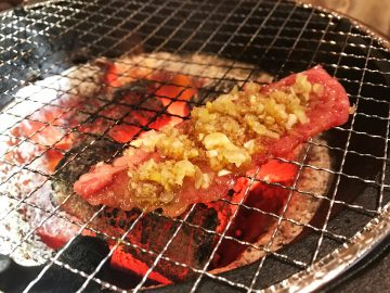 上質肉が一皿220円から!大阪人に愛される焼肉店『万両』の「昼から万両」の魅力とは?