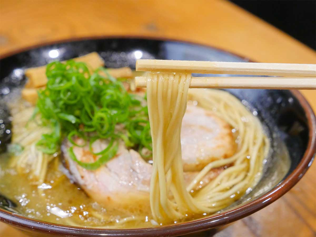コシの強さが特徴的な食べ応えのある低加水麺