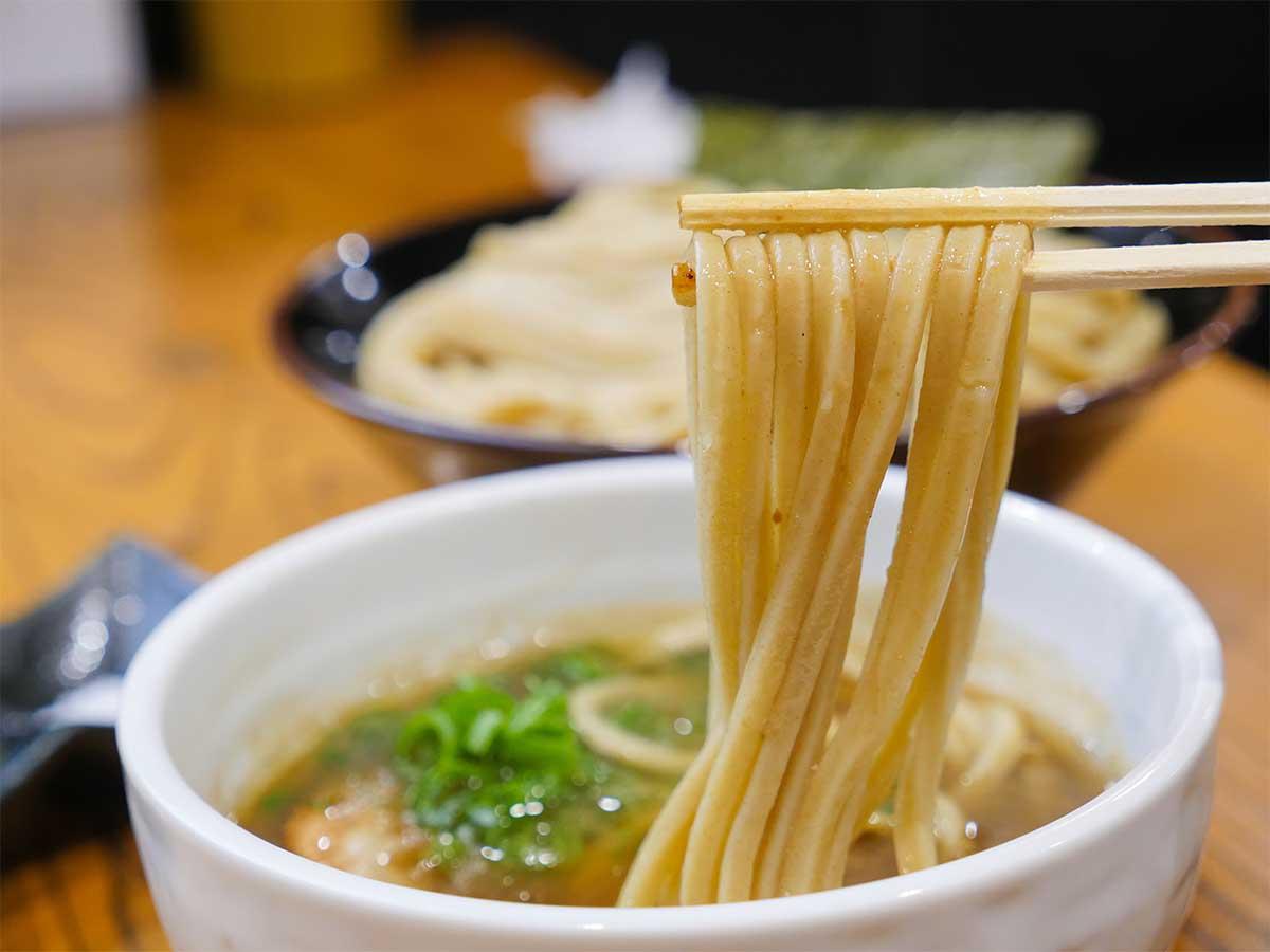 「つけ蕎麦」のつけ汁は「中華蕎麦」のスープを軸にその日に合わせて微調整してつくられる