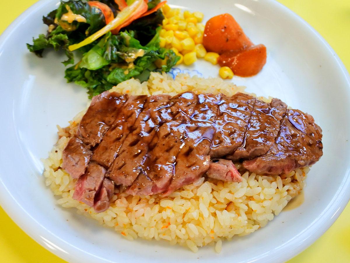 牛肉×ピラフが最高に合う! 函館市民が愛する「ステピ」ってどんな料理?