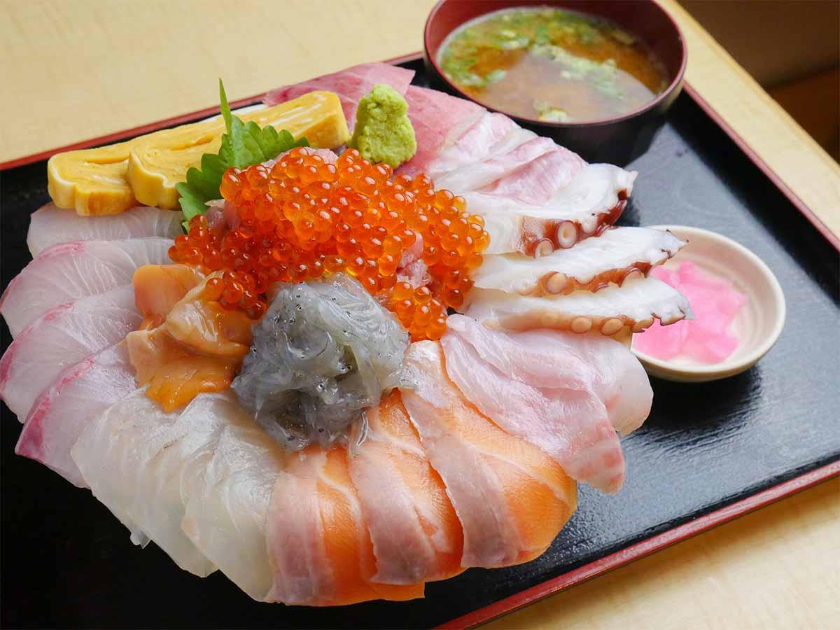 総重量1.2kg!? 人形町『魚河岸酒場 ザ・築地』で超デカ盛り海鮮丼を食べてきた